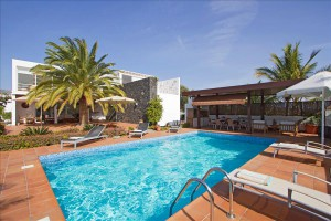 villa to rent in puerto calero