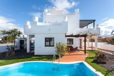 villa in corralejo for rent