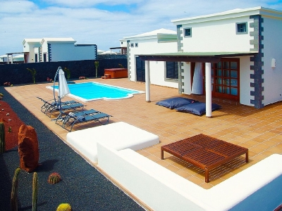 playa blanca villa to rent with air con